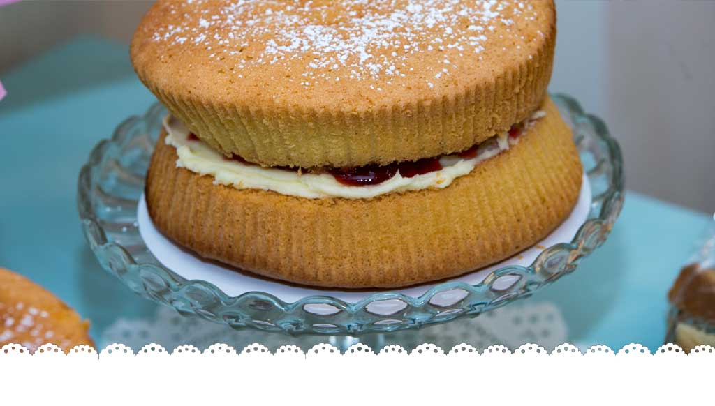 Ultimate Victoria sponge – A Date with Cake
